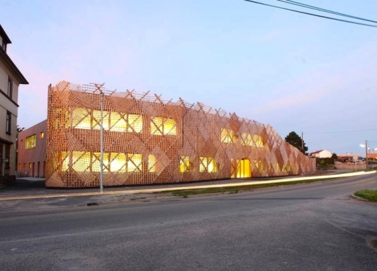 Fluor architects, Drulingen creche, France, Alsace, green design, sustainable design, eco=design, green roof, daylighting, insulation, underfloor heating, energy efficiency