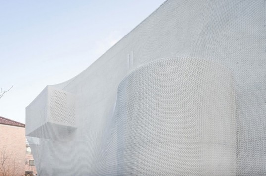 Seoul, Kukje Art Center, SO-IL, Iwan Baan, architecture, South Korea, urban planning, art gallery, green design, sustainable design, eco-design, flexible facade, daylighting, solar gain