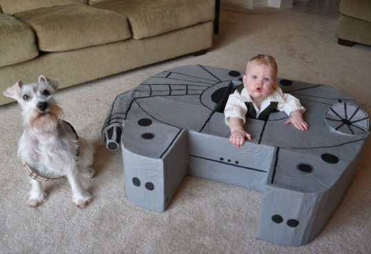 Millenium Falcon replica, cardboard box millenium falcon, millenium falcon for toddler, toddler star wars toys, diy star wars toys, cardboard box recycling, diy mil<div class=