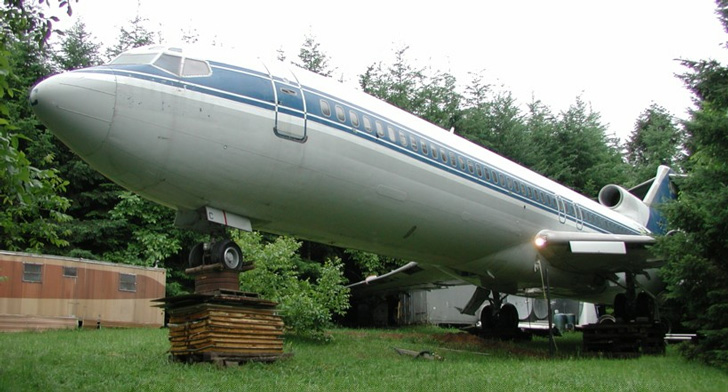 Oregon Man Lives Inside 727 Airplane Home In The Middle Of The Woods