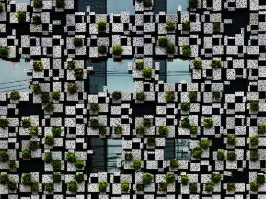 Green Cast, Kengo Kuma, living facade, vertical garden, living wall, japan,