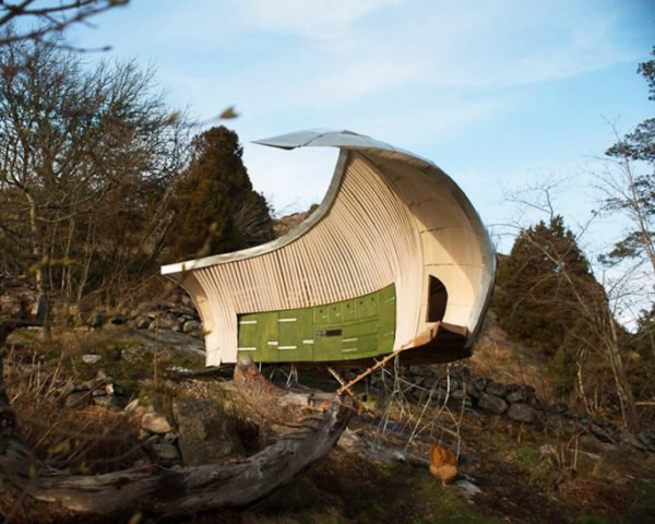 Torsten Ottesjö, hens house, chicken coop, swedish design, sustainable architecture, biomorphic design, green design, eco building, environmental design, sustainable design, natural design, wooden construction