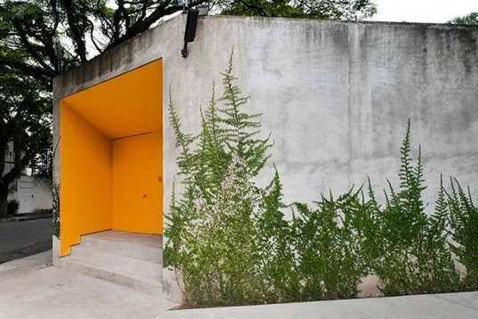 Isay Weinfeld, Grecia House, São Paulo, Brazil, natural light, wood, trees growing inside, minimalistic, greenery, open plan, Air quality, Architecture, green Interiors, Daylighting