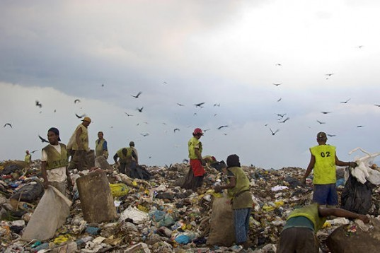 rio landfill, jardim gramacho, jardim gramacho landfill, rio +20, pollution, landfill, waste, recycling, trash mountain, waste land, gramacho