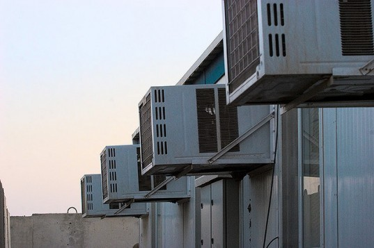 air conditioning unit, CFCs, HCFCs, o-zone layer, carbon emissions, global warming, climate change, rising temperatures