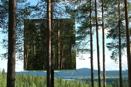 Treehotel, Mirrorcube, DIY, mirror-walls, wood, recyclable aluminum, water-efficient, high-up room, trees, Bolle Tham, Martin Videgård, Water Issues, Sustainable Building, architecture,