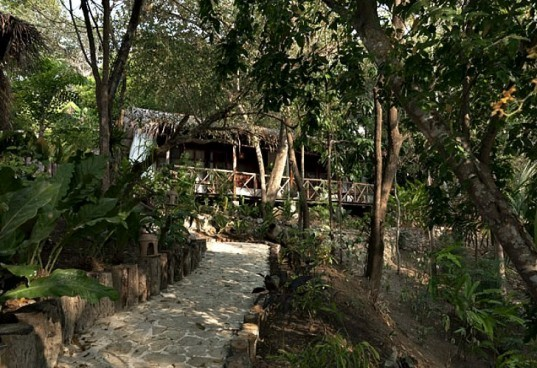 eco resorts, eco friendly resorts, sustainable design, eco friendly vacations, organic food, hotel la lancha, Guatemala, francis ford coppola