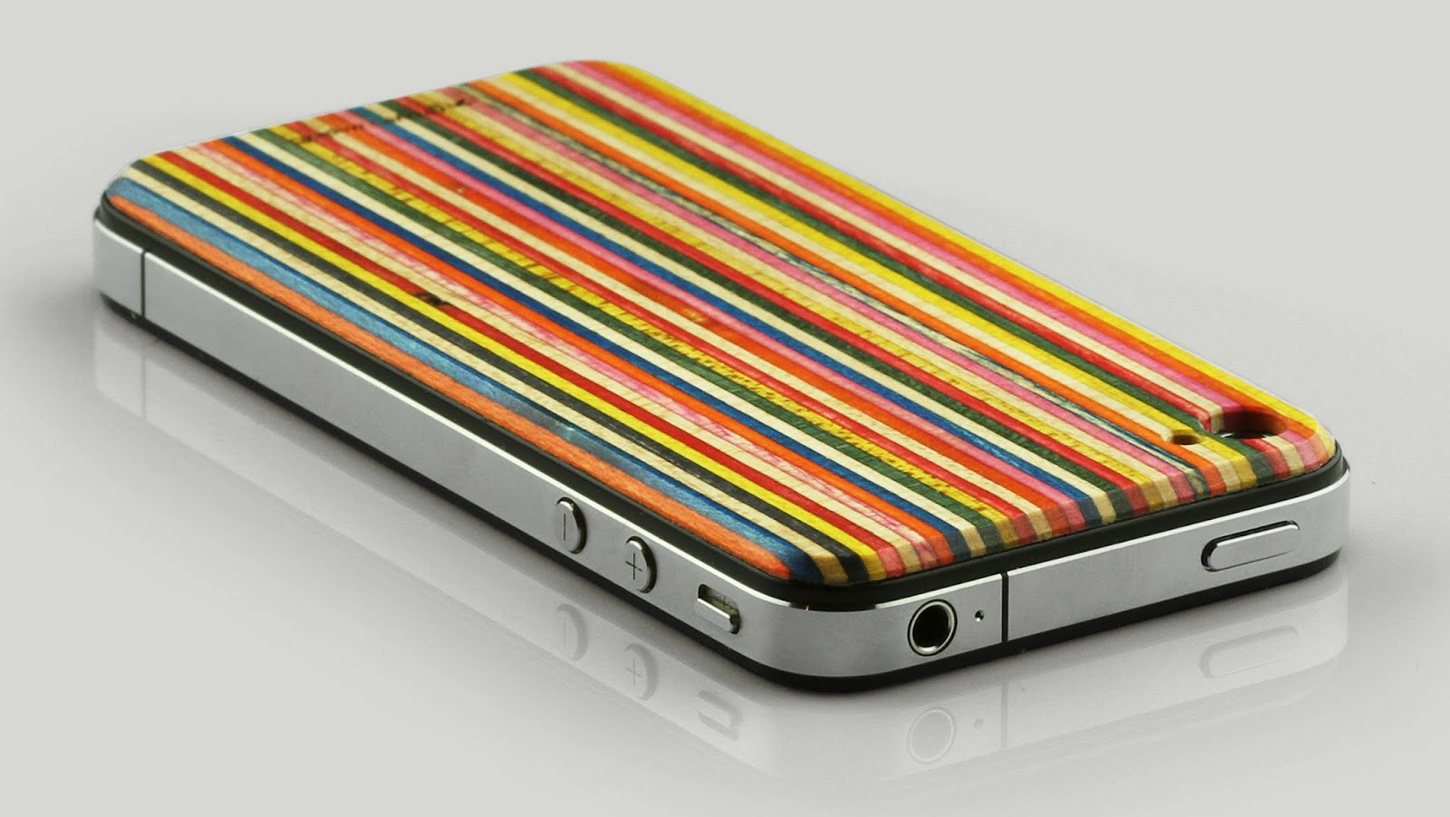 SkateBack iPhone Cases By Maple XO and Grove Are Crafted From Recycled  Skateboards | Inhabitat - Green Design, Innovation, Architecture, Green  Building