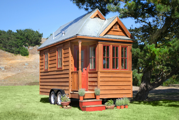 A Pennsylvanian Woman Takes Up Residence In This Teeny Tiny 140 Square Foot  Home