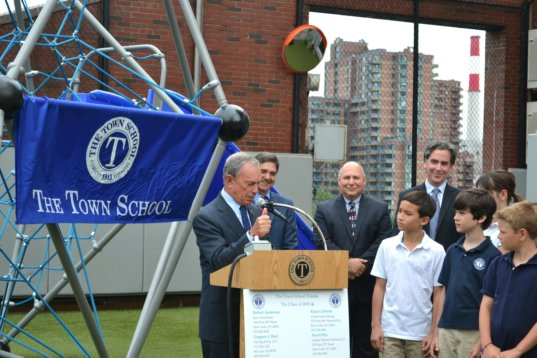 mayor bloomberg turns on nyc s first wind turbine at a city school