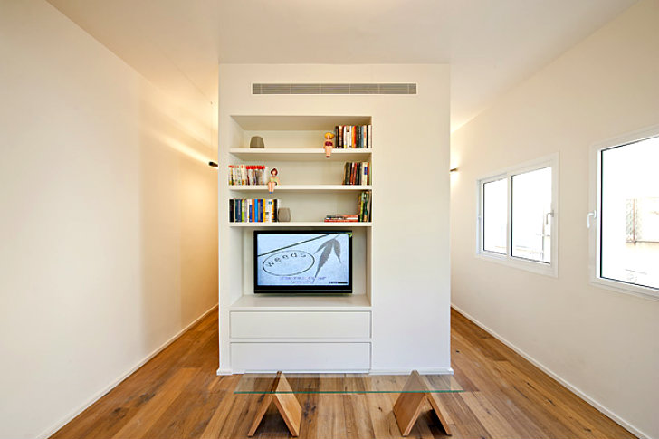 Creative 430 Square Foot Apartment In Tel Aviv Seems Much Larger Than It Really Is