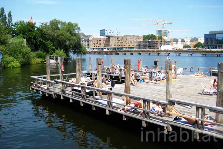 amp and lorenz s floating swimming pool berlin arena badeschiff inhabitat green design. Black Bedroom Furniture Sets. Home Design Ideas