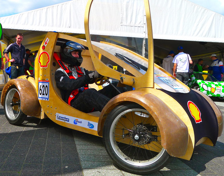 Aston University Students Create a Hydrogen-Powered Cardboard Race Car!