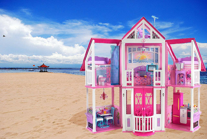 Barbie 39 s first dream house was a teeny studio apartment for Small dream house pictures
