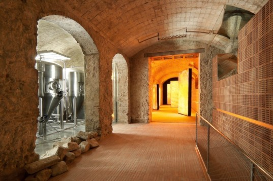 Jean Nouvel, Fabrica Moritz, Moritz Brewery, green renovation, green design, sustainable design, eco-design, skylights, subterranean, museum, history, Spain, Barcelona