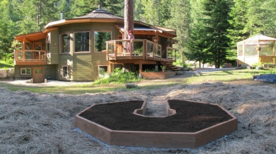 yurts, sustainable yurts, build your own green home, green homes, diy yurt, how to build a yurt, mandala homes, eco homes, low energy homes, round homes, energy star homes, eco yurts, building green, green design, eco architecture, rachel ross