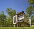 Metcalfe Architecture's Daylight-Filled Spence House Boasts Soaring Ceilings