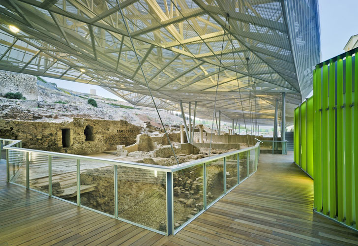 Acm Arquitectura S Contemporary Canopy Protects Ancient