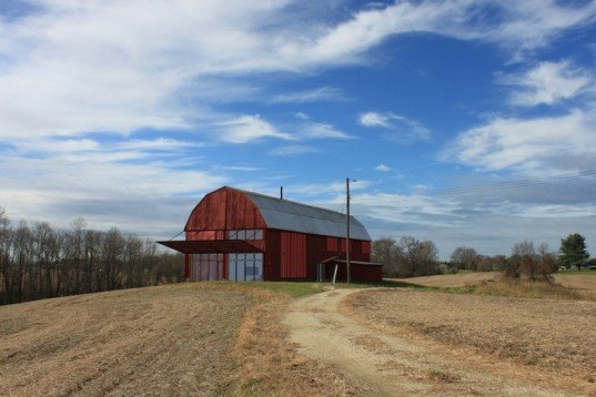 Re barn by autotroph inhabitat green design for Tobacco barn house plans