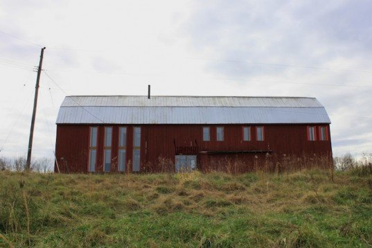Re barn autotroph converts ailing tobacco barns into for Tobacco barn house plans