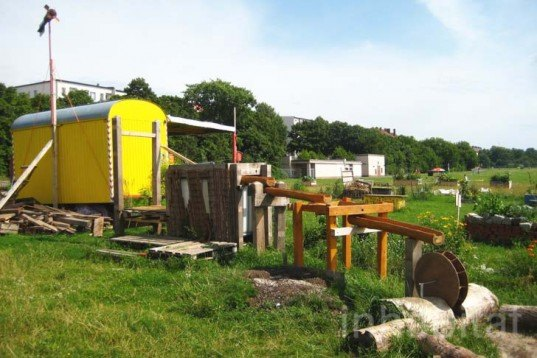 Lernort Natur, Youth Living in the Neighborhood, gGmbH, Global eV, tempelhof, education, children, kids, nature, nature elements, solar panels, recycled shipping containers, Prefab Housing, social design, Recycling / Compost, Botanical, Green Materials, energy efficiency,