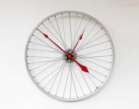 superuse, recycled design, green designs, recycled materials, DIY ideas, DIY with recycled materials, superuse.org, recycled designs, bike wheel clock