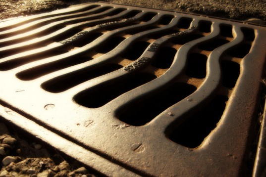 sewer grate, sewer steam, sewer heat, manhole cover, city sewers, sewer system