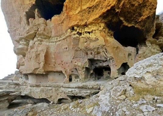 turkey caves, cave dwelling, cave architecture, cave storage, cliffside buildings, cliff face buildings, cave homes, cave churches, Manazan Caves, Taskale, Turkey architecture, turkey history architecture