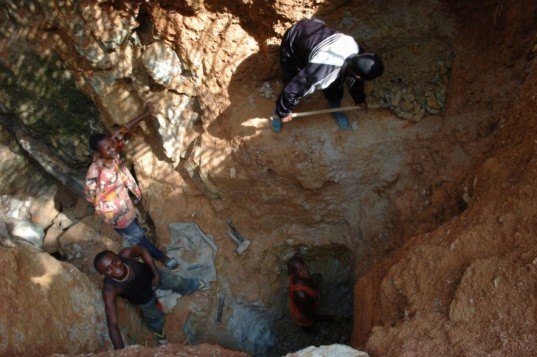 African miners, digging, metals, Kailo, DRC, conflict minerals