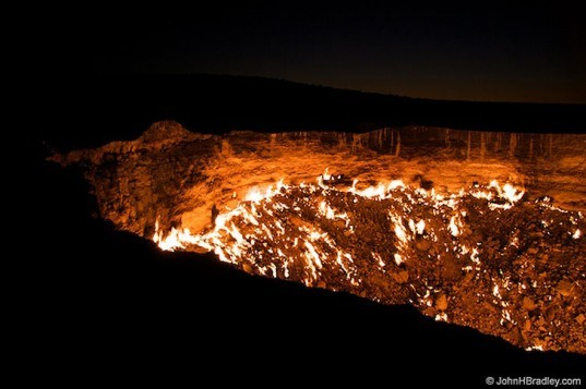The Gates of Hell, Burning Gas Craters, gas disasters, gas craters, drilling disasters, Turkmenistan, human made disasters, drilling accidents, gas drilling acciedents