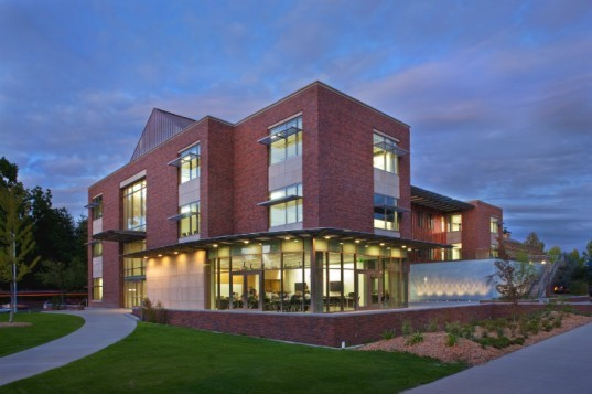 Willamette University, Ford Hall, Hennebery Eddy Architects, leed gold academic building, 2030 challenge design award, eco university