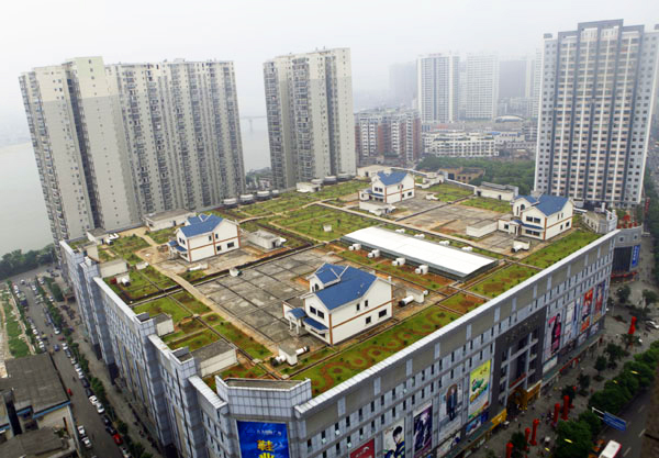 Green-Roofed Shopping Mall in China is Topped With 4 Rooftop Villas