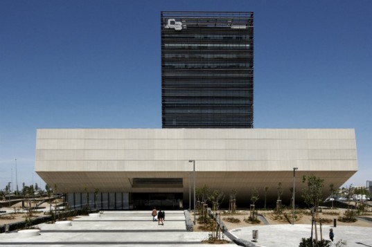 Caja Badajoz, Estudio Lamela, spain, bank headquarters, louvers, sun shading, bank