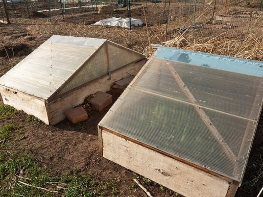 Extend your garden 39 s growing season with cloches and cold for Garden cloche designs