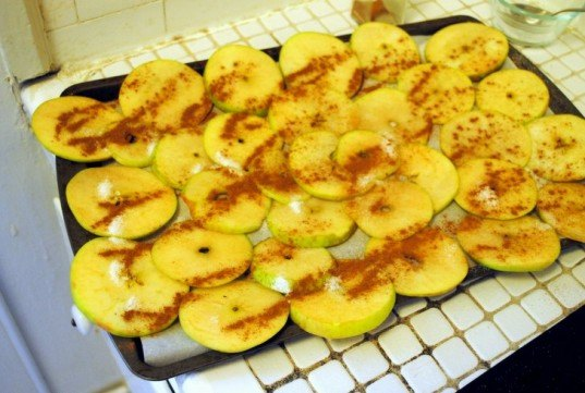 Apple chips, Baking, How-to, DIY, organic, healthy snacks, Belle de Boskoop, Fall, apples, homemade, seasonal, cinnamon