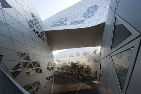 Fuksas Studio, Georges-Freche School of Hotel Management, anodized aluminum, solar power, photovoltaic panels, green design, sustainable design, eco-design, montpellier, france, mixed-use facility