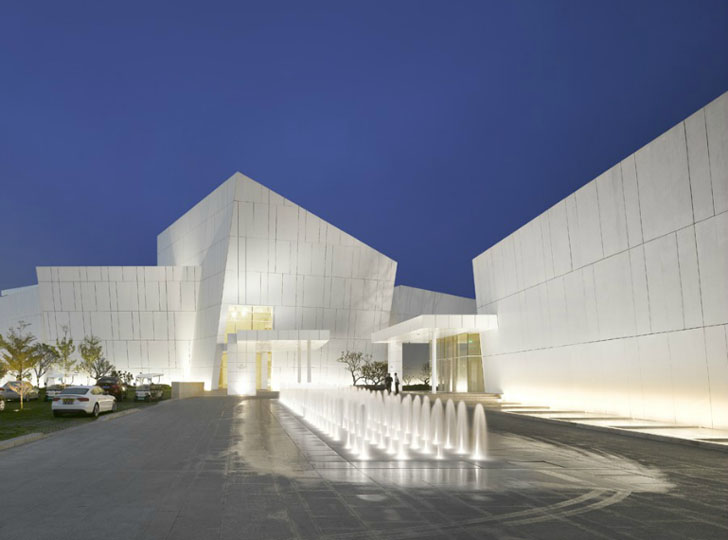 Richard meier 39 s light filled oct shenzhen clubhouse for Clubhouse architecture design