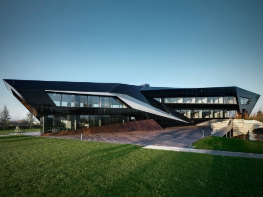 Oficina Vidre Negra, Damilano Studio Architects, eco office, energy efficient office, integrated photovoltaics