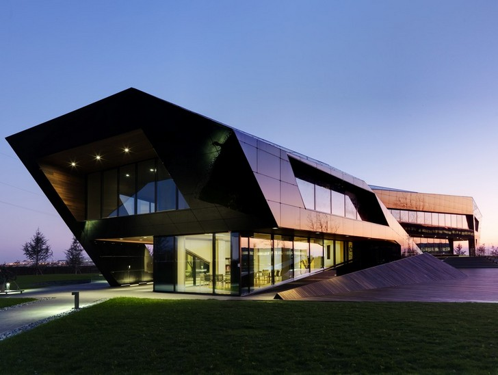 oficina vidre negre is a sculptural energy efficient office