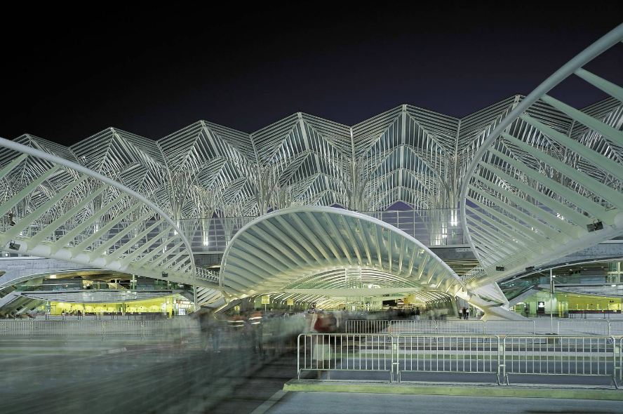 Santiago Calatrava S Gorgeous Oriente Station Is Topped