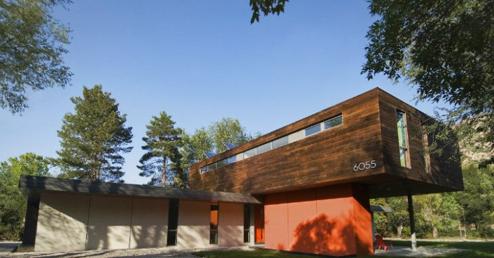 The cantilever house in utah is a solar powered home for for Building a house in utah