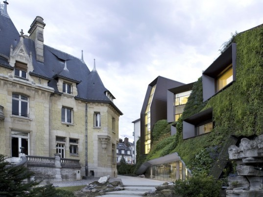 Picardy Regional Chamber of Commerce and Industry, Chartier-Corbasson Architectes, historic Hôtel Bouctôt Vagniez, France, Amiens, vertical garden, botanical, urban design, historic buildings, green design, sustainable design, eco-design