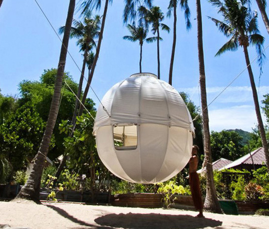 Cocoon Tree houses, Berni Du Payrat, suspended houses, treehouses, sustainable living, lightweight houses, spherical building, small green houses