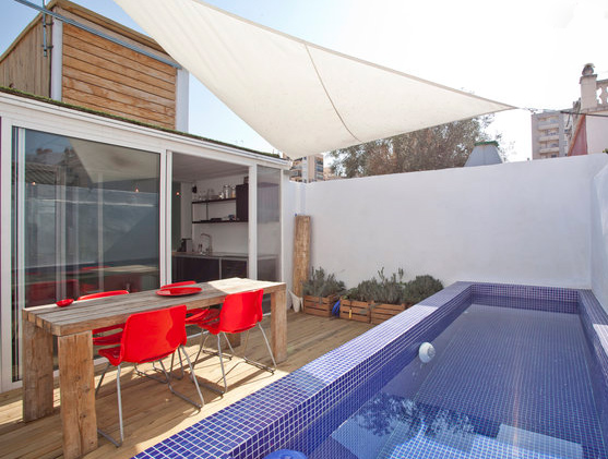 Beautiful spanish retreat is a shipping container capped rooftop casa inhabitat green design - Casa container espana ...