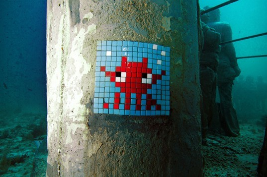 green design, eco design, sustainable design, Jason deCaires Taylor, mosaic graffiti, Invader, Bay of Cancun, underwater sculpture, artificial reef, Space Invaders, street art