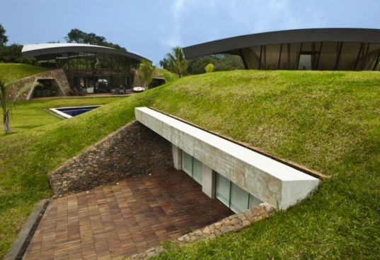 BAUEN, Two Houses, Paraguay, green roof, sweeping arched roofs, green design, natural materials, sustainable design, eco-design, cave homes, eco-luxe architecture