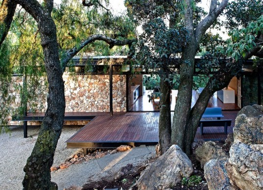 local materials, westcliff pavilion, johannesburg, south africa, prefab construction, floating stone wall, local materials, small footprint, minimize site disturbance, green design, sustainable design, eco-design, GASS, steel