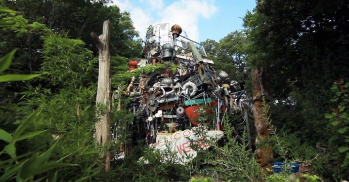 Texas man builds incredible 60 ton junk cathedral from for Salvaged building materials los angeles