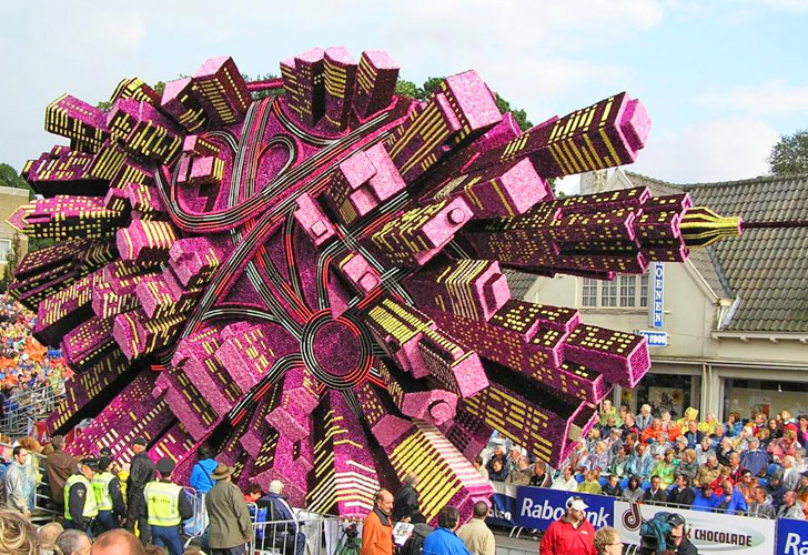 Zunderts Bloemencorso Parade Features Eye Popping Sculptures Made