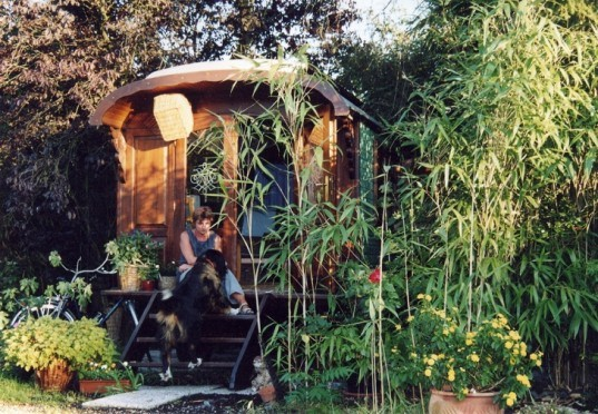 microhome, tiny houses, home on wheels, history on wheels, living in tiny spaces, back yard studios, back yard office, european roulotte style, kitschy decor, back yard study, student houses, houses that roll, traveling, holiday adventures in a gypsy wagon,